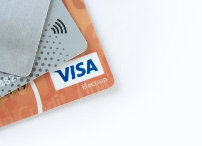 hochgeprägte kreditkarte prepaid